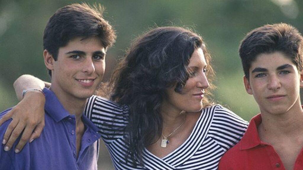 De su matrimonio nacieron Fran y Cayetano.