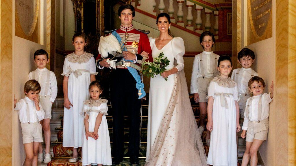 El conde de Osorno Carlos Fitz-James Stuart y Belén Corsini tras su enlace matrimonial, el sábado en el palacio de Liria, en Madrid