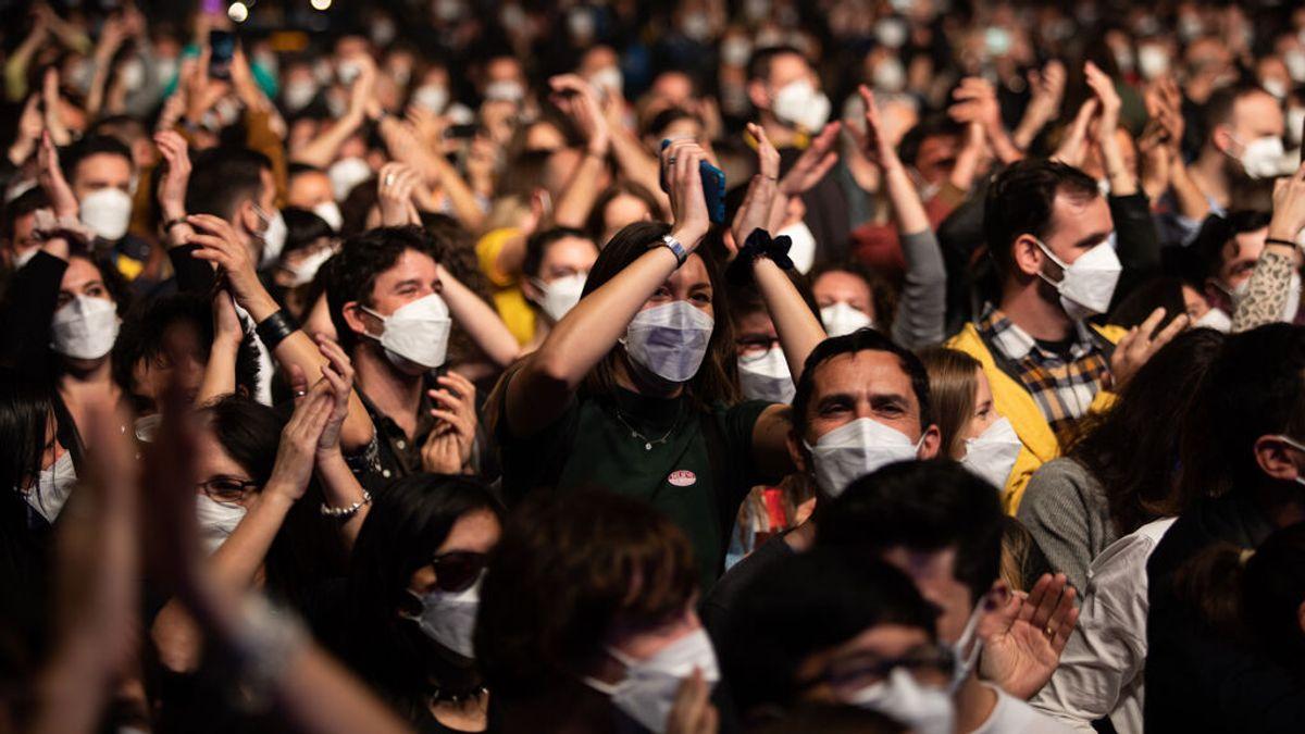 Conciertos y discotecas serían seguros con antígenos, control de edad y sin comida ni bebida, según los epidemiólogos