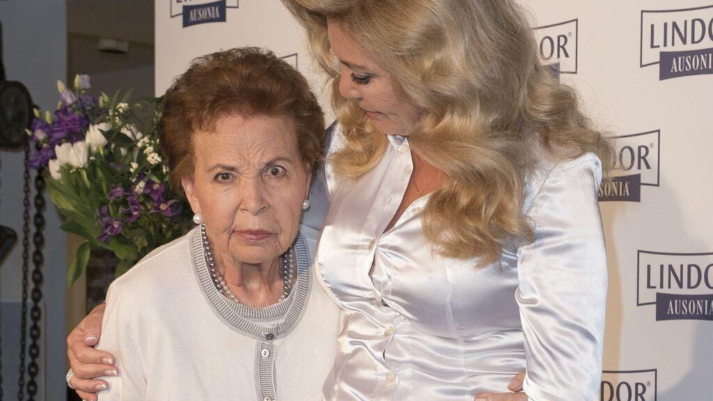Muere Purificación Aguilera, madre de Norma Duval, tras once años de enfermedad