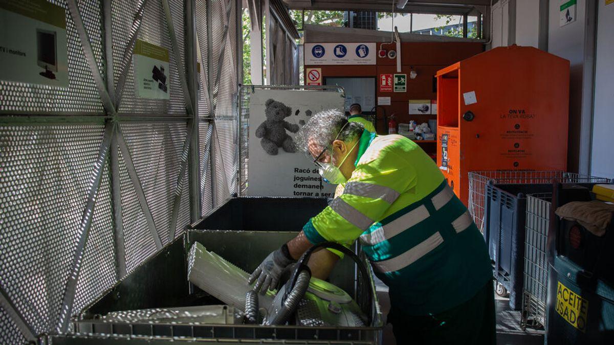 Barcelona pone en marcha la recogida de basura inteligente que identifica a los vecinos