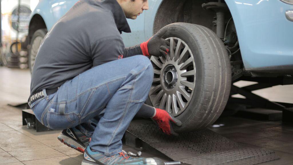 Problemas en la carretera: ¿qué hacer si sufres un reventón de un neumático?