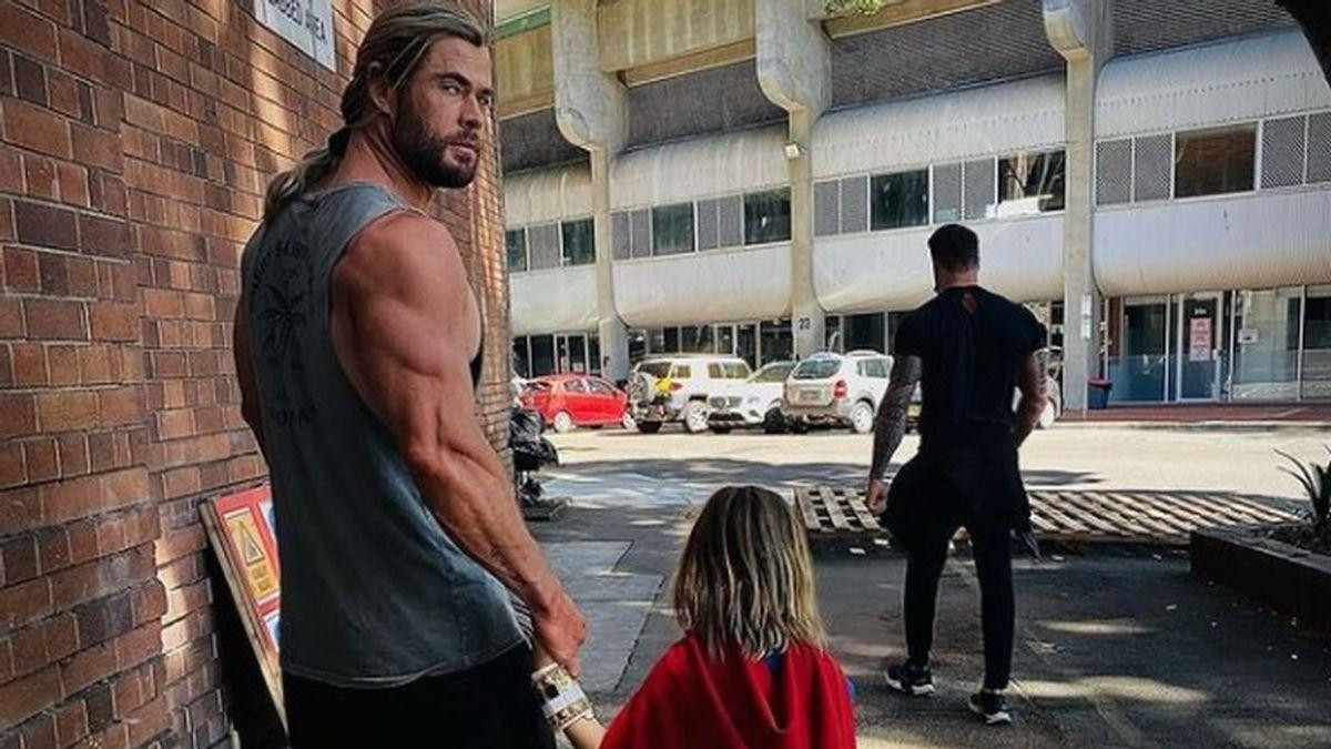 Cuando eres Thor y tu hijo prefiere a Superman, la frustración de Chris Hemsworth en redes sociales