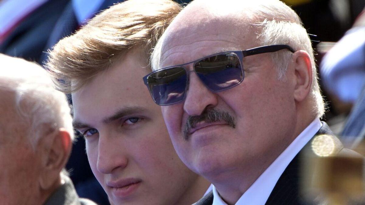 """Aleksandr Lukashenko, el """"último dictador de Europa"""": del vodka contra la covid al secuestro de un avión comercial"""