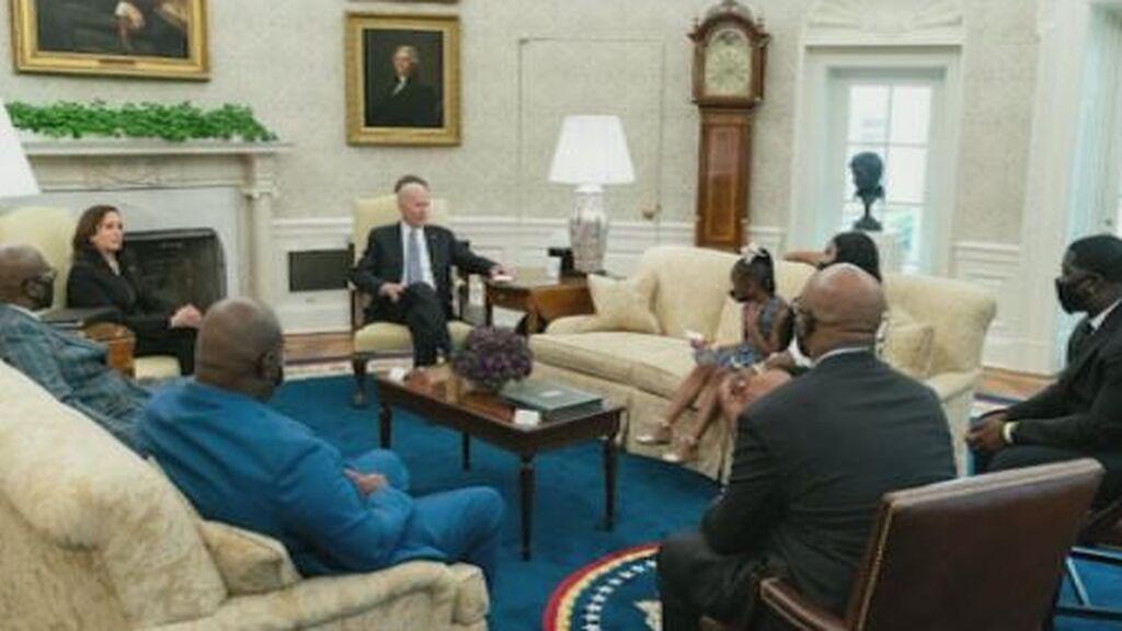Biden recibe en la Casa Blanca a la familia de George Floyd