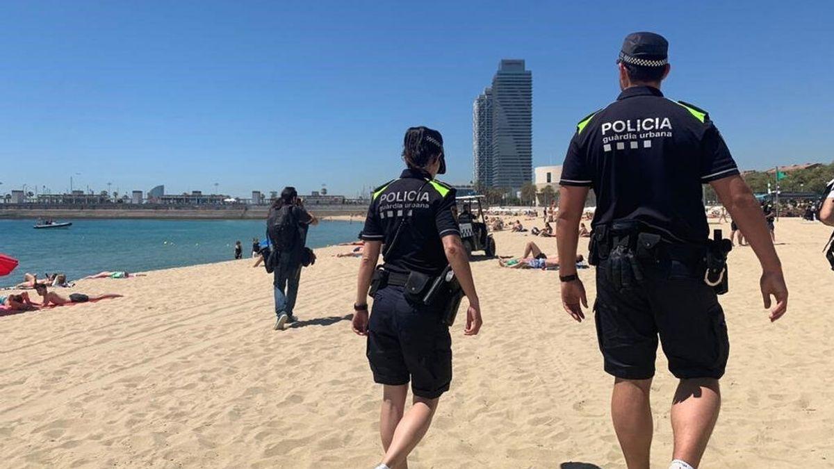 Barcelona prohíbe fumar en la playa de Somorrostro y tres más este verano
