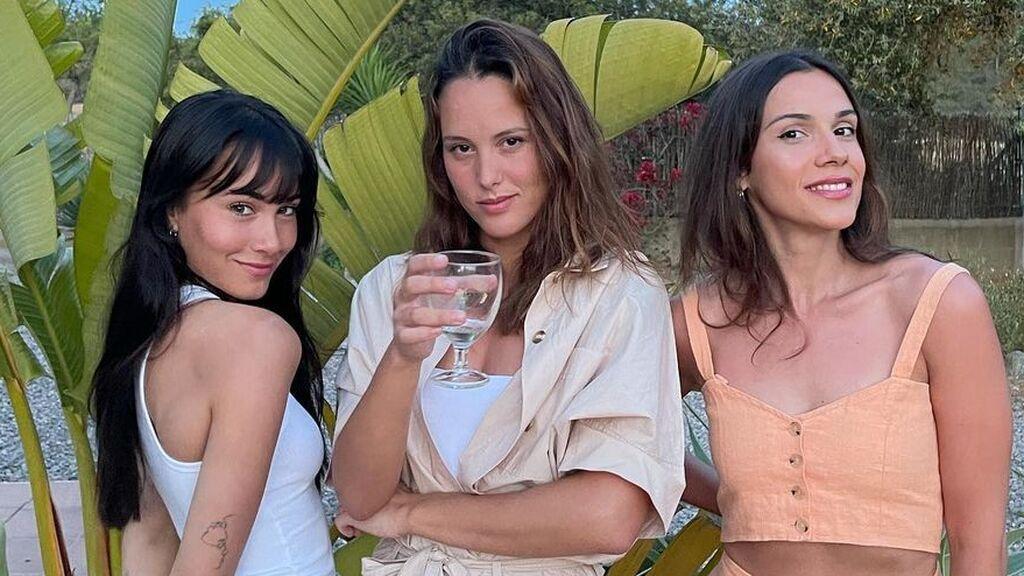 Aitana Ocaña se va a Ibiza con sus amigas, Marta de la Fuente y Lara Fernández: ¿quiénes son ellas?