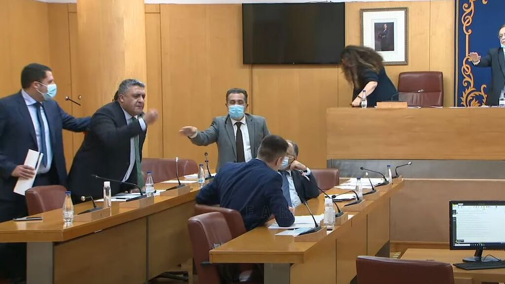 """Trifulca entre el PP y Vox en Ceuta que termina con gritos de """"fascistas"""" y """"sinvergüenzas"""""""