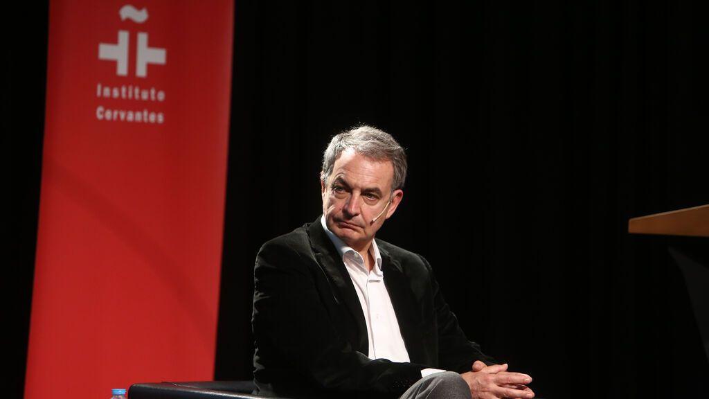 """Zapatero apoya los indultos y recuerda que a él le acusaron de """"traicionar a los muertos"""" ante de asistir como presidente al fin de ETA"""
