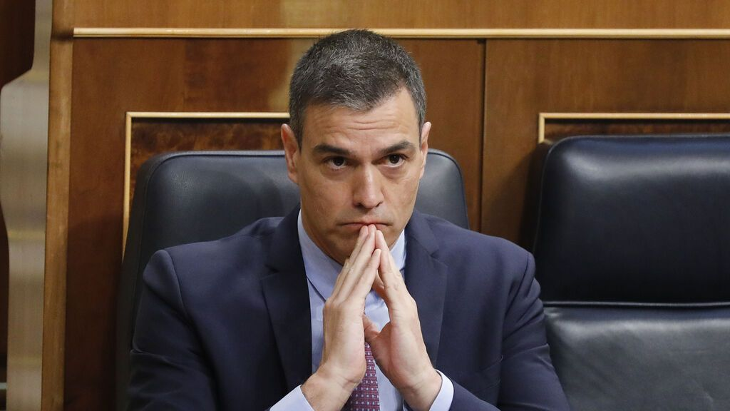 Pedro Sánchez, en su escaño durante un pleno del Congreso