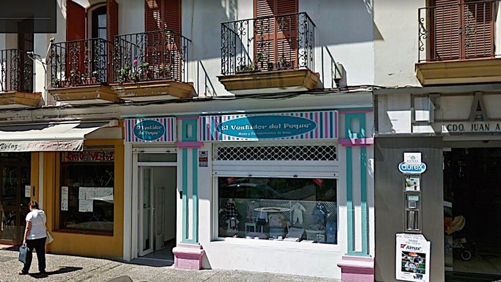 Una tienda de ropa de niños en La Línea de la Concepción