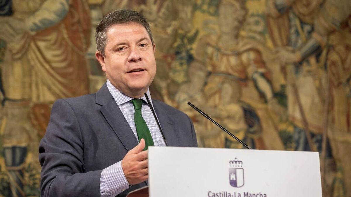 García-Page se vacuna y anuncia que los mayores de 40 se empiezan a vacunar este viernes