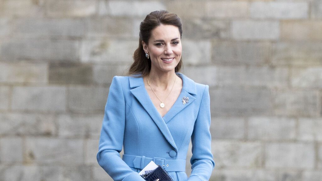 Un vestido rosa y dos princesas: Kate Middleton conoce a la niña con cáncer que se hizo viral en Reino Unido