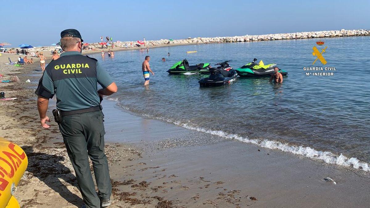 """Almuñécar la declara la 'guerra' a las motos acuáticas: """"Han convertido el mar en una autovía"""""""