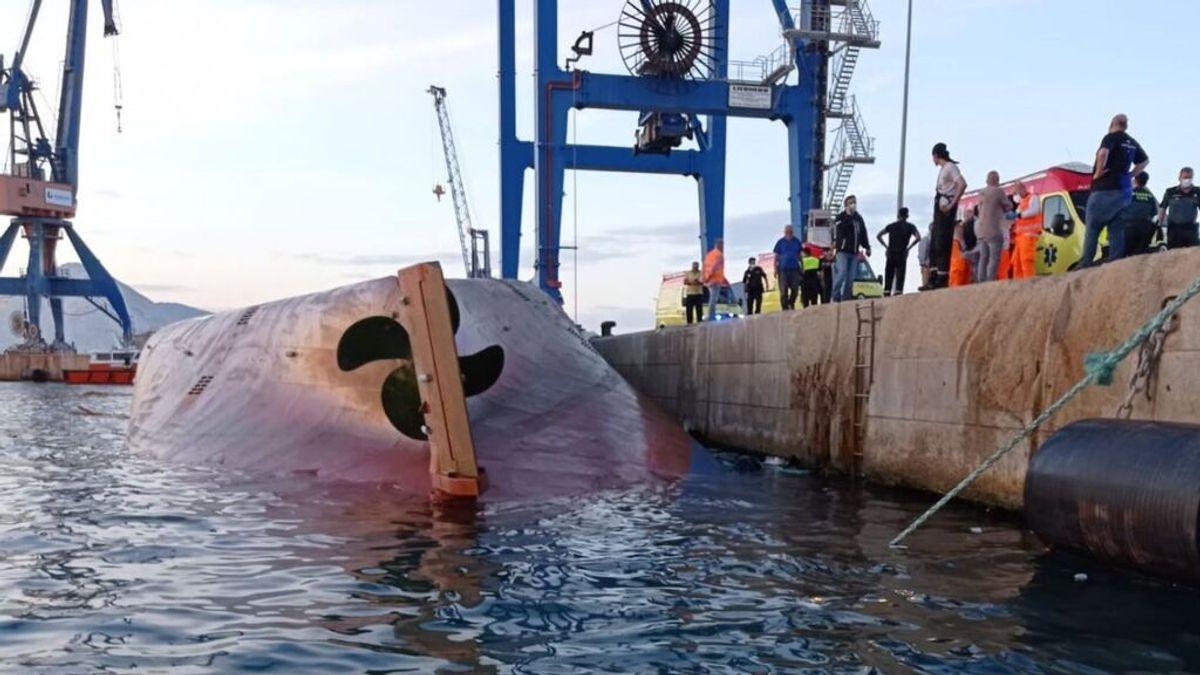 Vuelca un barco con personas a bordo en el puerto de Castellón