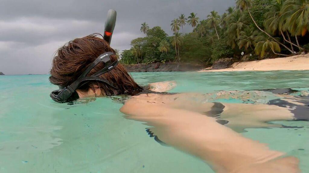 Maribel Verdú consigue hacer snorkel por primera vez