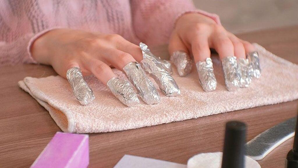 Además, habrá que envolver las uñas en albal.