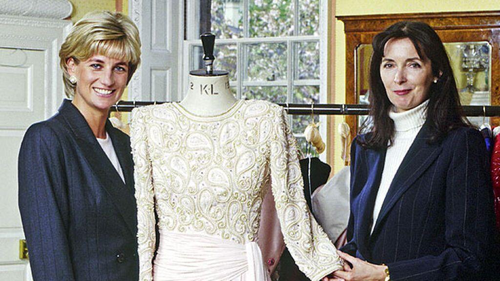 Diana fue enterrada con un vestido de una de sus diseñadoras de cabecera, Catherine Walker.