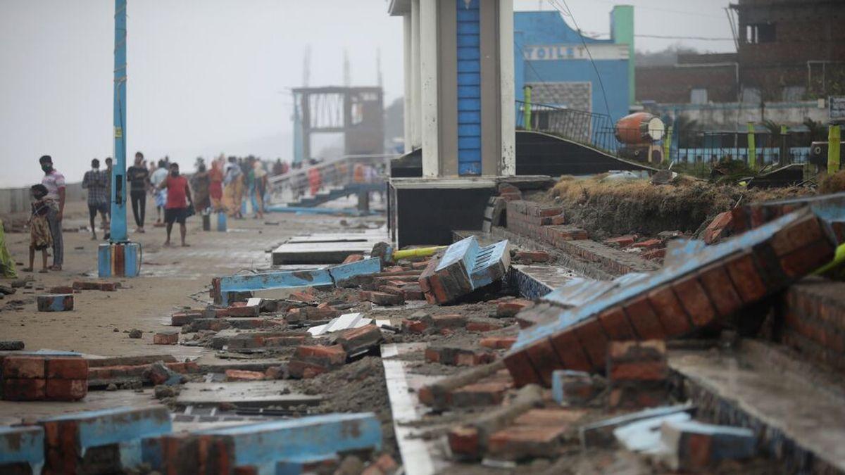 El ciclón Yaas golpea India con vientos huracanados y deja a miles de personas sin hogar