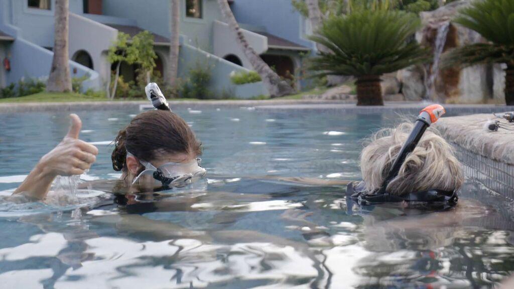 Calleja le da clases de snorkel a Maribel Verdú