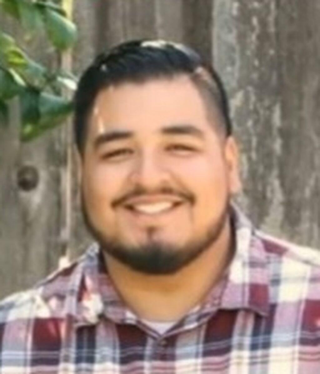 Adrian Balleza, de 29 años, estaba casado y tenía un hijo pequeño