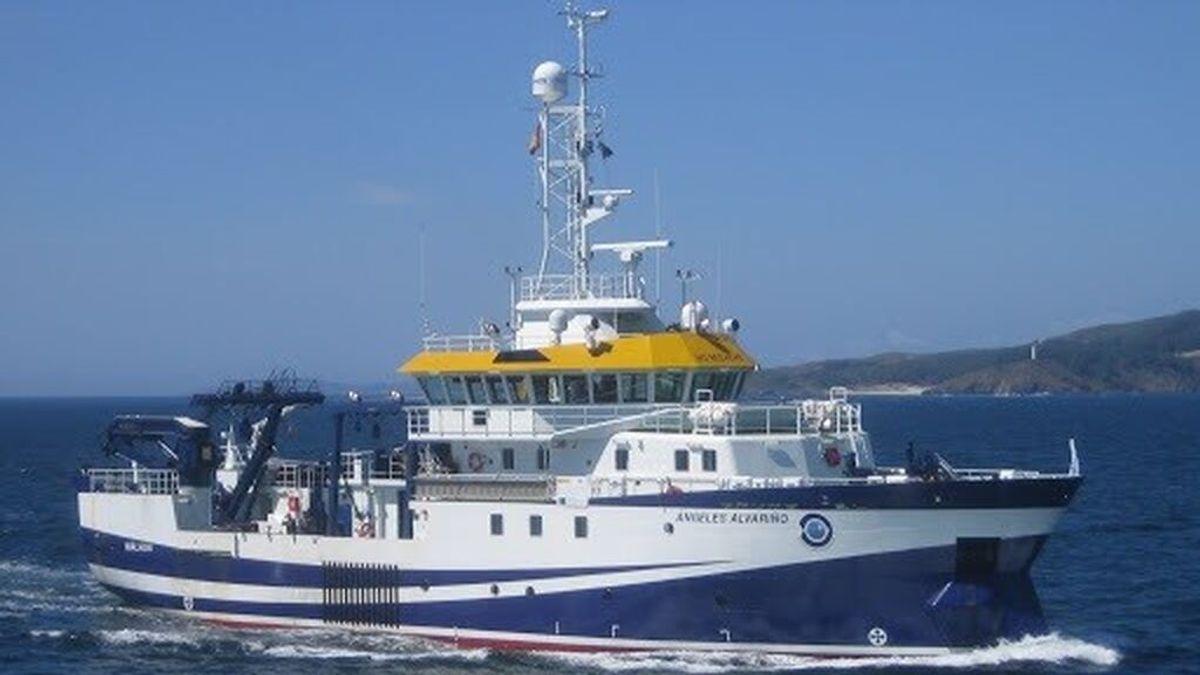 El buque oceanográfico que buscará a Anna y Olivia llega a Tenerife