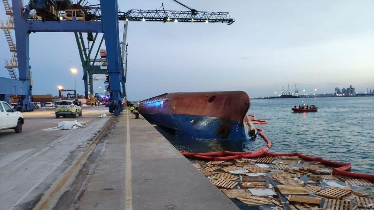 Hallan muerto a uno de los hombres desaparecidos al volcar un barco en el puerto de Castellón