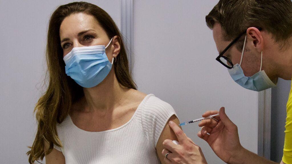 """Kate Middleton recibe la primera dosis de la vacuna contra el COVID-19: """"Estoy profundamente agradecida"""""""