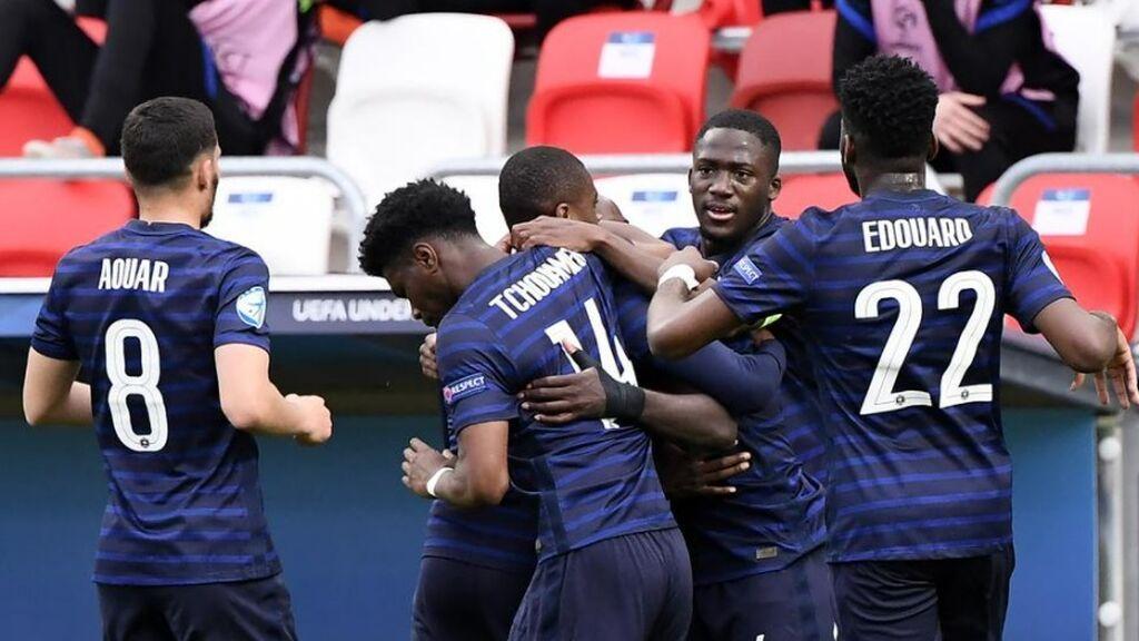 Upamecano es el más listo en el área y marca con un cabezazo desde el punto de penalti ante Holanda