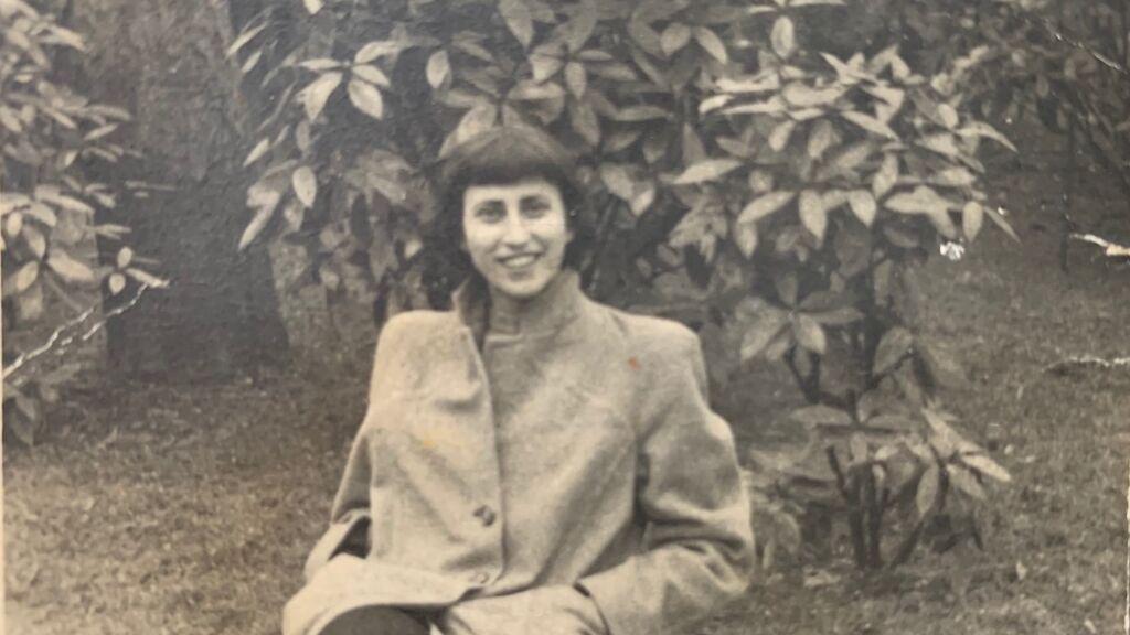 Edith Aron, en el jardín