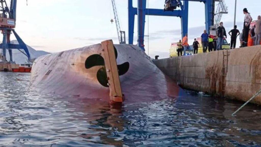 Reinician la búsqueda del estibador desaparecido al volcar un barco en el puerto de Castellón