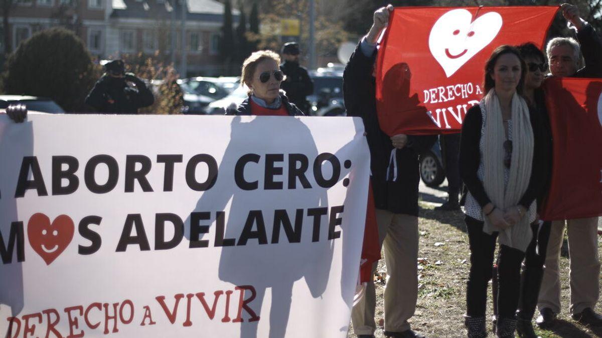 El PSOE propone que se penalice con cárcel el acoso a las mujeres que acuden a clínicas para abortar
