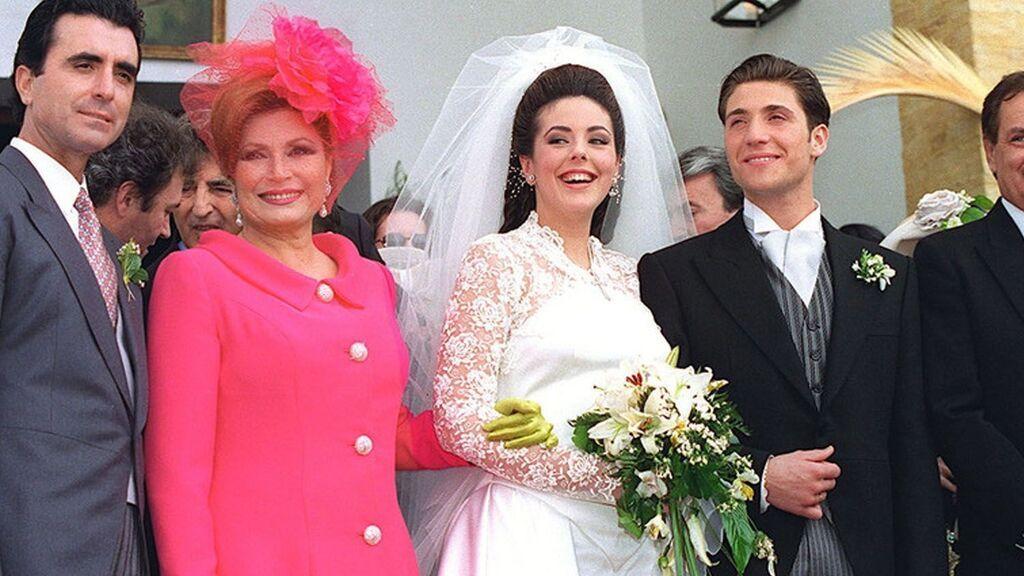 Rocío Jurado, con traje fucsia en la boda de su hija, Rocío Carrasco