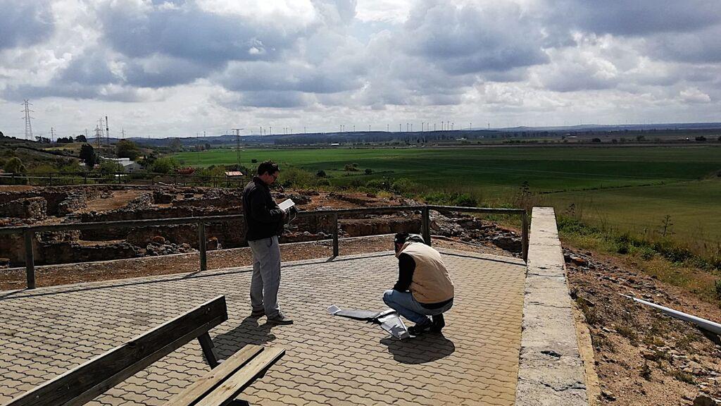 Los investigadores trabajando sobre el terreno
