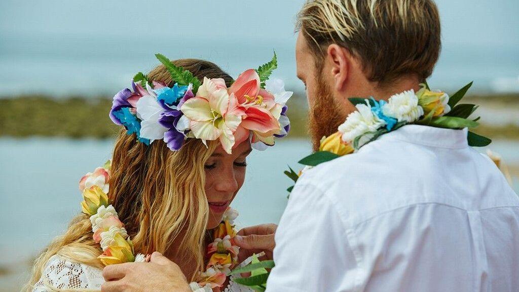Así podrás celebrar tu boda hawaiana en sencillos pasos y dejar a tus invitados con la boca abierta.