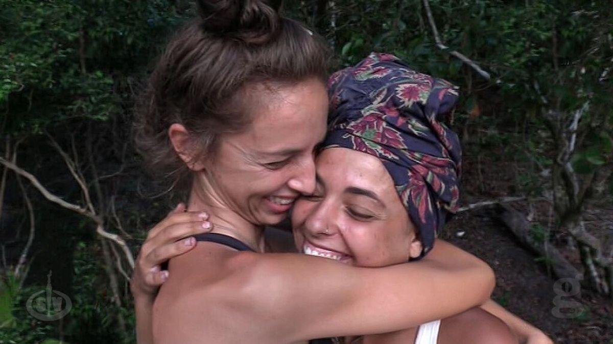 """Lola y Palito hacen el pacto de """"hermanas de escupitajo"""""""