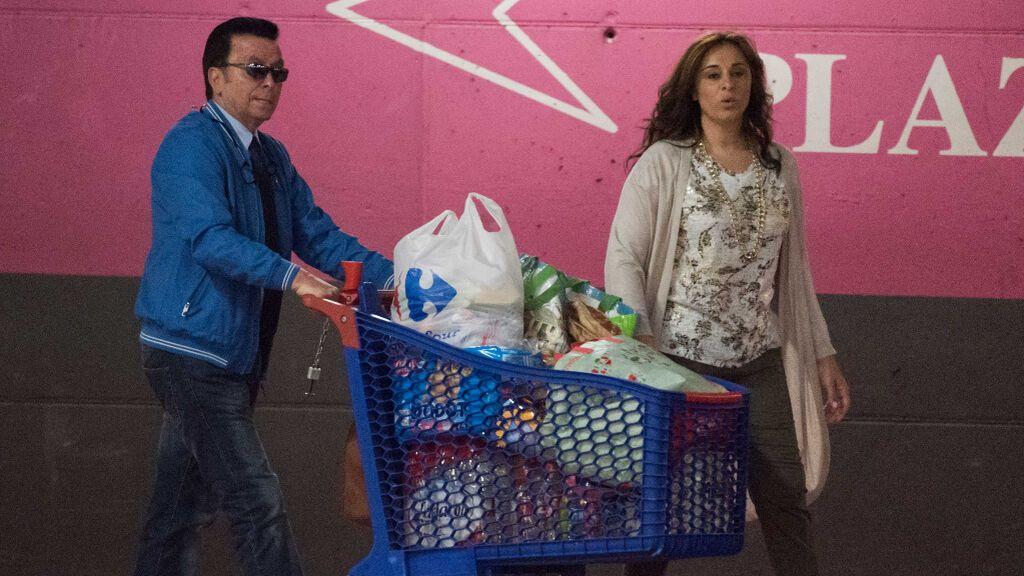 Ana María Aldón y José Ortega Cano como una pareja más haciendo la compra