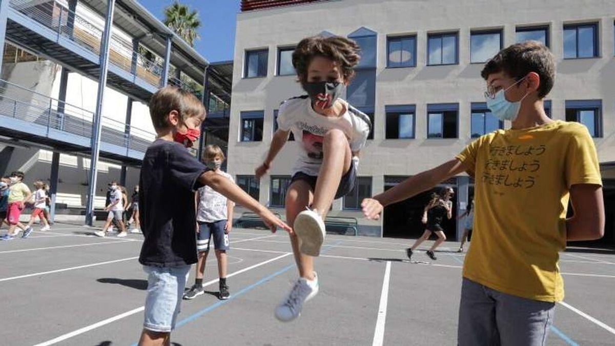 """Madrid ve """"muy posible"""" que el próximo curso los niños no lleven mascarilla en los patios de los colegios"""