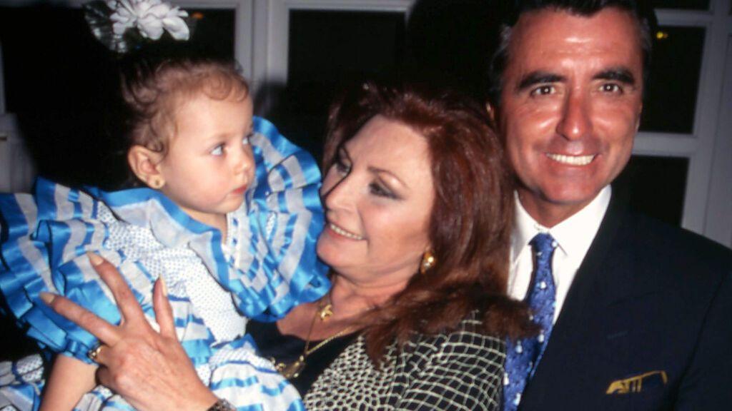 Rocío Jurado y José Ortega Cano con su nieta Rocío Flores