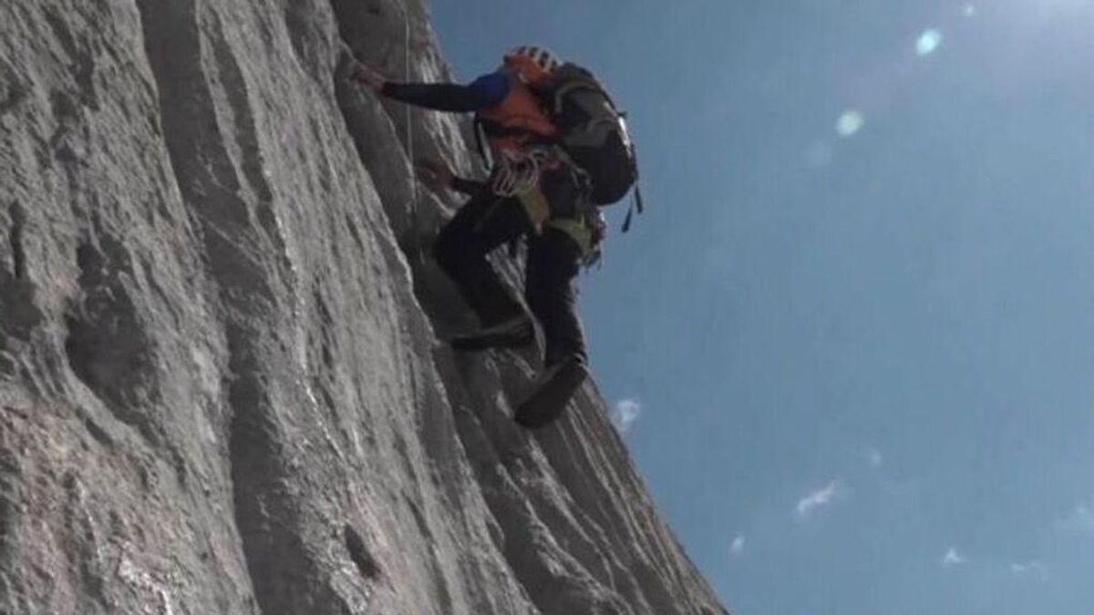 En directo: la escalada al Naranjo de Bulnes para visibilizar el ELA