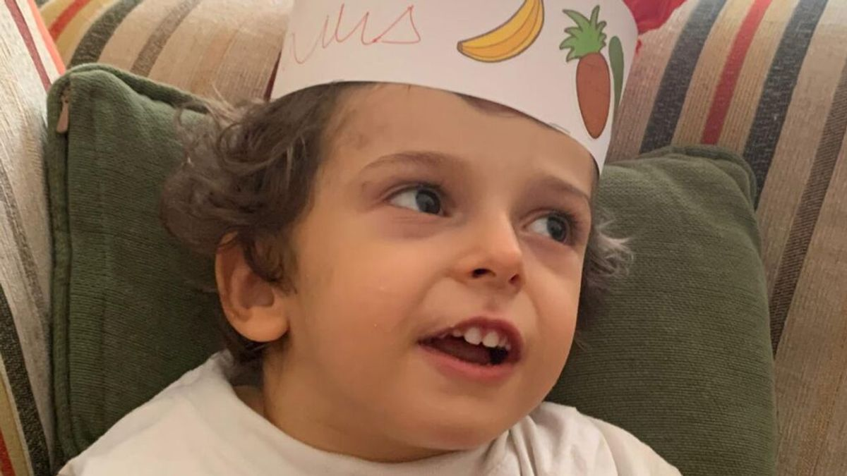 Luis, el niño entre un millón: padece una enfermedad ultrarrara y su familia pide ayuda en investigación