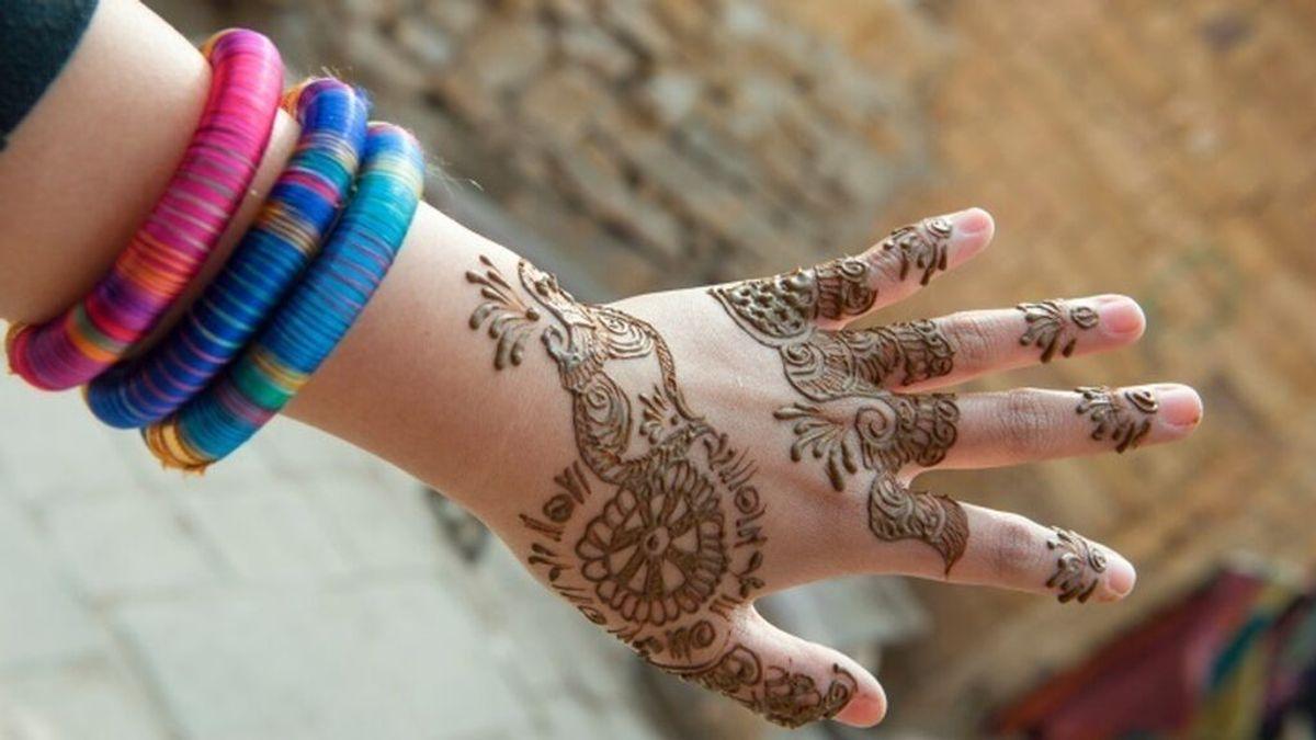 Sanidad alerta del peligro de los tatuajes de henna negra: llevan colorantes prohibidos para la piel