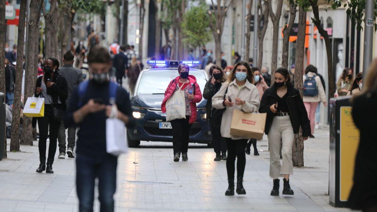 Madrid suma 865 casos mientras bajan los hospitalizados, muertos e ingresados en UCI por covid