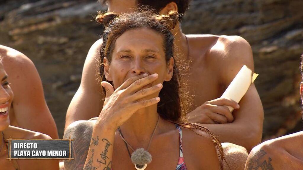 Carlos consigue un delicioso postre... y el tedioso nuevo hogar de Lara