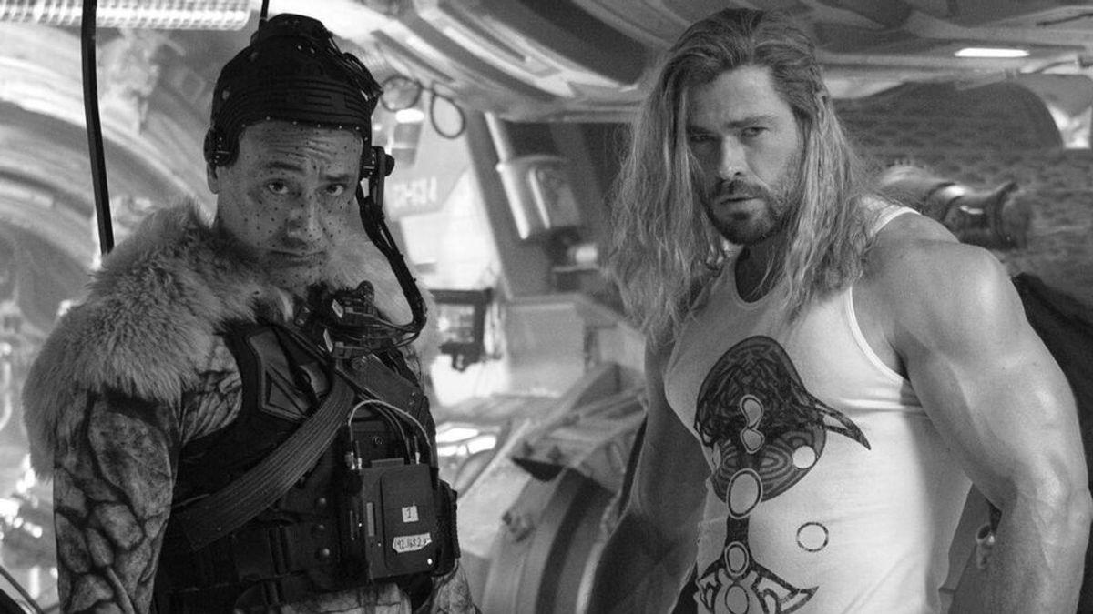 """Chris Hemsworth publica en sus redes sociales la imagen del fin del rodaje de """"Love and Thunder"""" de Marvel"""