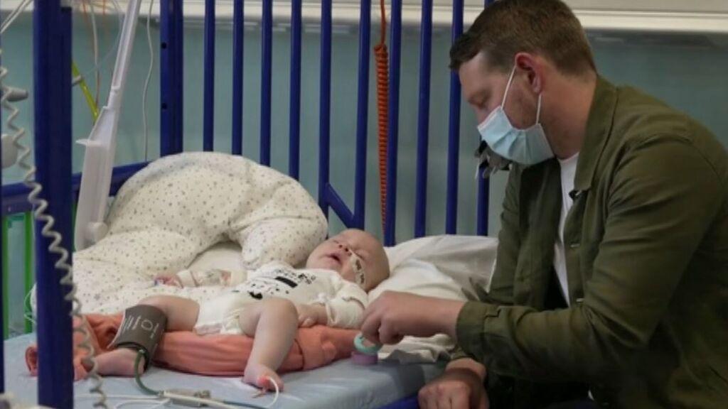 Arthur, el bebé con atrofia muscular espinal que recibe el fármaco más caro del mundo que cuesta dos millones de euros