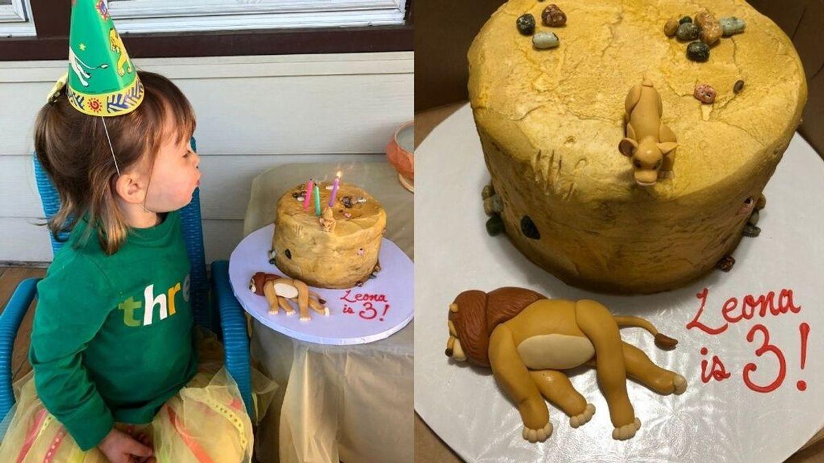 Una niña de tres años pide un pastel con una escena triste de El Rey León para no compartirlo