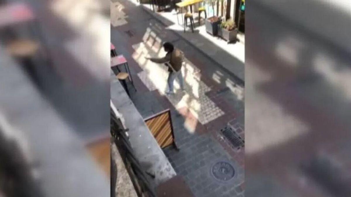 Detenido por segunda vez en una semana el joven que intentó acuchillar a un cliente de un bar en A Coruña