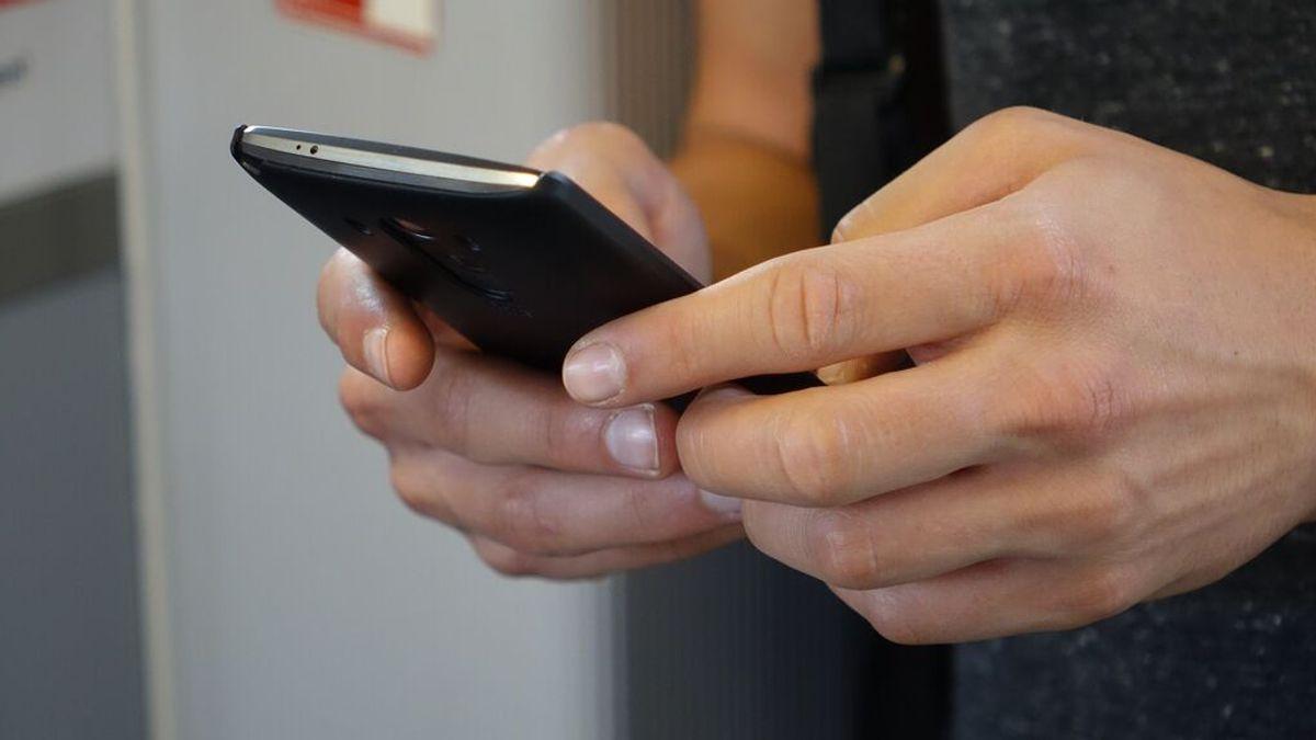 Cómo saber si están leyendo tus mensajes de WhatsApp (aunque el check azul esté desactivado)