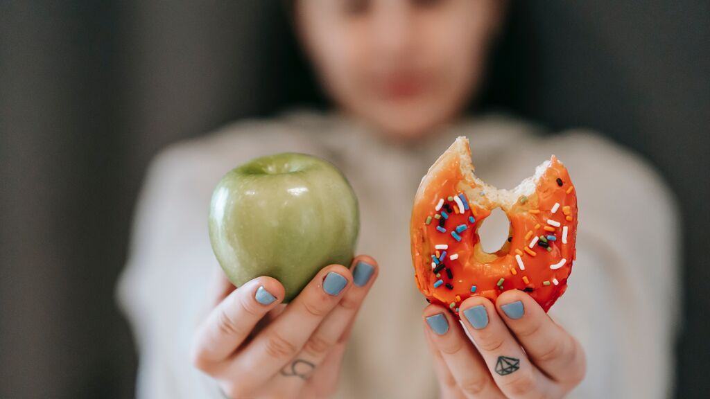 Sí se puede comer comida basura y llevar una dieta equilibrada